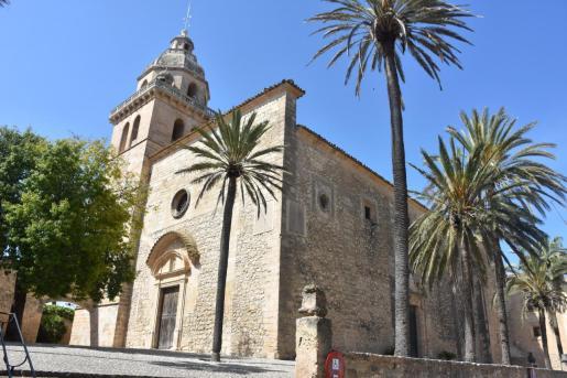 Historia. En el año 1300, y bajo el reinado de Jaume II de Mallorca, el pueblo de Montuïri consiguió el título de la Pobla Reial. La iglesia y el edificio del Ajuntament son algunos de los elementos que formaban la Pobla Reial y que ahora se divulgarán gracias a unas de las guías didácticas.