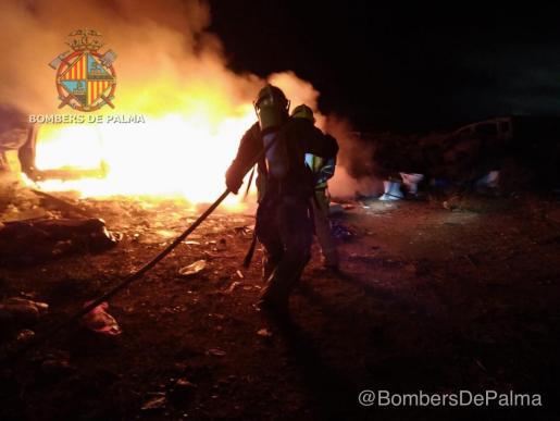 La rápida actuación de los servicios de emergencias ha evitado una mayor propagación del fuego.