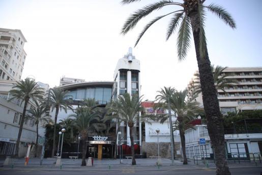 Imagen de la fachada de la discotecta Tito's, ubicada en el Passeig Marítim de Palma.
