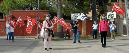 Las protestas de UGT, CCOO, SAE y CSIF son a nivel nacional y se repetirán en las puertas de los centros de salud los siguientes martes de octubre.