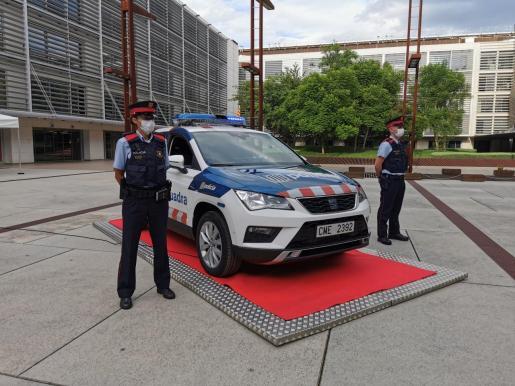 Afortunadamente en la entrada de la comisaria no había nadie en el momento en que se ha estrellado el vehículo.