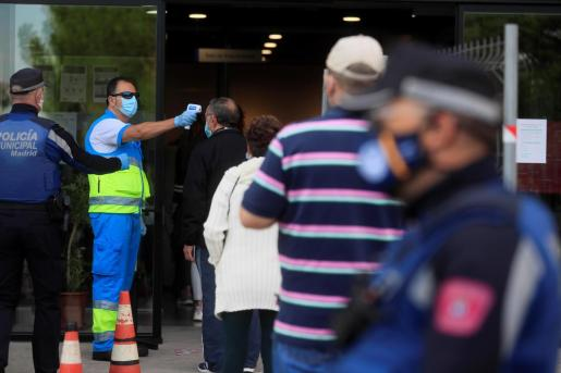 La Comunidad de Madrid comenzó a finales de septiembre a hacer las pruebas rápidas de antígenos en Puente de Vallecas, una de las zonas con mayor transmisión de la COVID-19. Ahora estos test llegarán a Baleares.