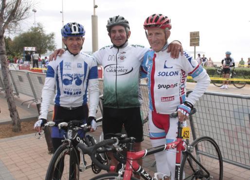 Tomeu Pou, en el centro, flanqueado por Fermín Andrés y Joan Gelabert.