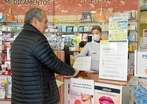 La Cooperativa d'Apotecaris explicaba que tras muchas gestiones ha conseguido una partida limitada «e insuficiente» de vacunas para la gripe. En previsión de una alta demanda, ya anunció que las repartirá de forma homogénea entre las boticas de Baleares.