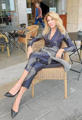 Gabriella Carlucci, en la terraza de una cafetería de Palma.
