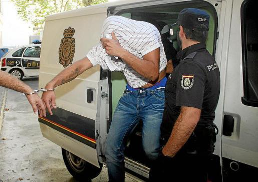 El detenido por el intento de atropello al pasar a disposición judicial.