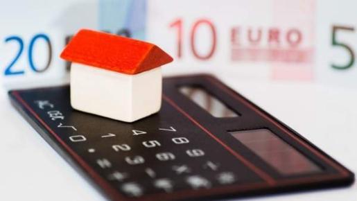 La Organización de Consumidores y Usuarios (OCU) advierte de que los registradores pueden cargar gastos que no están debidamente justificados.