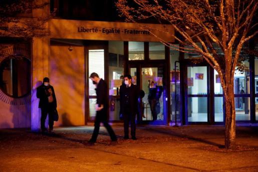 La policía ha matado al hombre armado con un cuchillo en Conflans Saint-Honorine.