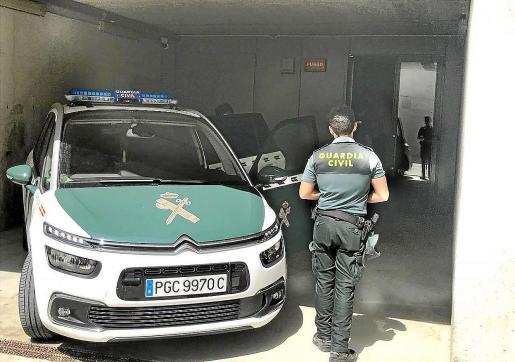 La Guardia Civil de Campos investiga el robo, cometido la madrugada del miércoles en la calle Cosme García.
