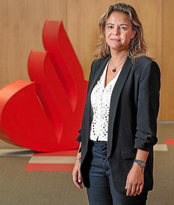 La directora territorial del Banco Santander en Baleares, Celia Torrebadella, mostró en el acto el apoyo de la entidad a los empresarios, pero muy especialmente a las pymes y autonómos en la actual coyuntura marcada por la COVID-.19.
