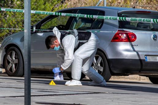 Agentes de la Guardia Civil investigan la muerte de un hombre y una mujer cuyos cadáveres han sido encontrados en el interior de un turismo estacionado en Peguera.