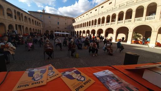 El área de Educación del Ayuntamiento de Palma ha presentado este sábado el cómic 'Aina Moll, la gran defensora de la nostra llengua' en el marco del Festival Cómic Nostrum.