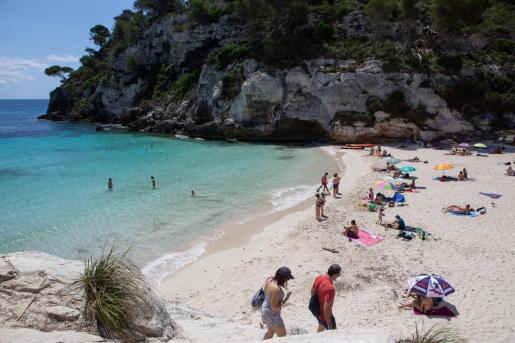 Sobre estas líneas, una playa de Menorca, uno de los destinos más recomendados durante el pasado verano.