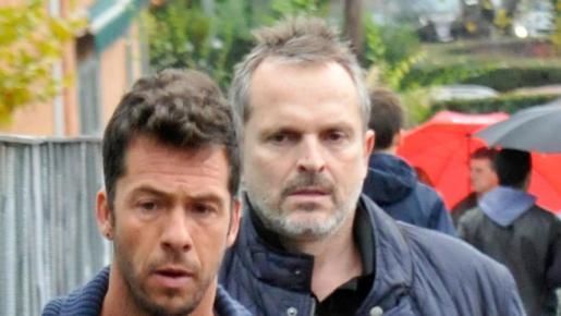 El músico Miguel Bosé y el escultor Nacho Palau.
