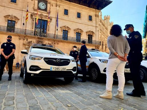 El alcalde y la regidora de Seguretat Ciutadana han supervisado los coches.