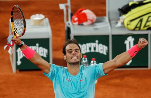 El tenista mallorquín Rafael Nadal celebra su victoria en la final de Roland Garros 2020.