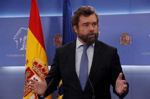 El portavoz de Vox, Iván Espinosa de los Monteros, durante la rueda de prensa ofrecida este martes en el Congreso.