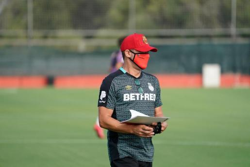 Luis García Plaza, técnico del Mallorca, durante un reciente entrenamiento.