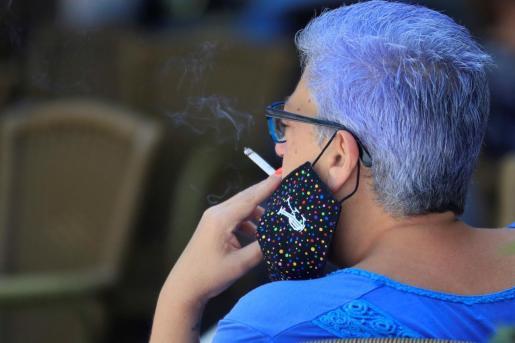 En la calle no se puede fumar.
