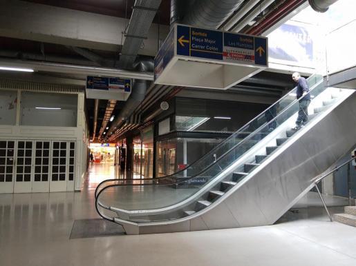 La mujer se ha caído por las escaleras mecánicas de la Plaça Major.