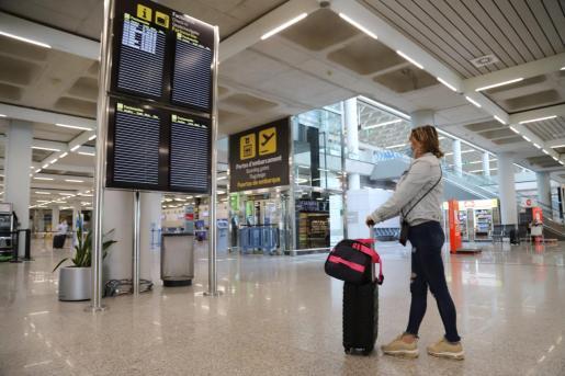 El aeropuerto de Son Sant Joan contabiliza desde marzo una caída del 80 % de turistas extranjeros.