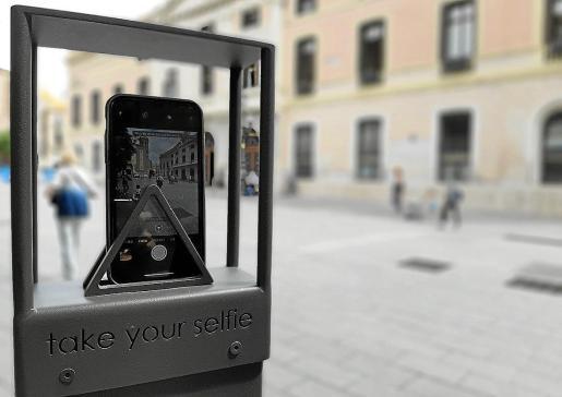 Instalarán en Menorca postes para que los turistas se hagan selfies.
