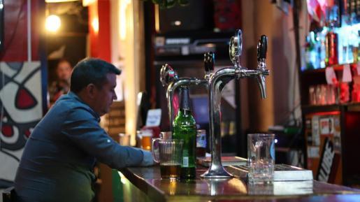 El uso de las barras de bar estará prohibido desde este sábado.