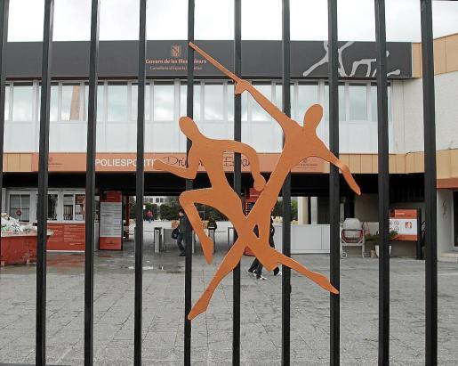 Fachada principal del recinto deportivo.