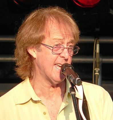Spencer Davis, en una actuación en 2006 en Alemania.