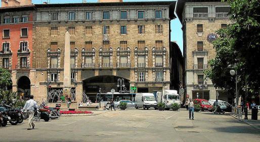 La Plaça Rei Joan Carles I se llama así desde 1988, bajo la alcaldía del socialista Ramon Aguiló.