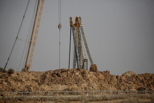 Maquinaria israelí trabaja en la frontera sur de Gaza para localizar túneles de infiltración al este de Khan Younis.