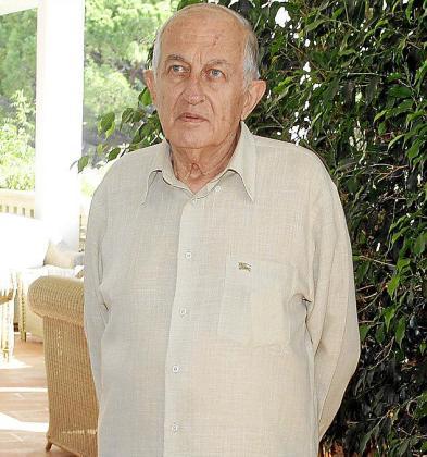 Juan Goytisolo, ayer, durante la rueda de prensa que ofreció en Formentor.