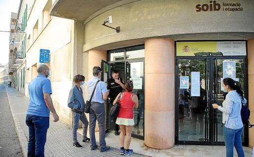 Cerca de 18.000 personas desocupadas registradas en el SOIB hace más de un año que no tienen trabajo.