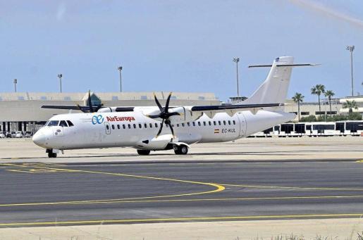 Una imagen de un avión de Air Europa que cubre el trayecto entre islas.