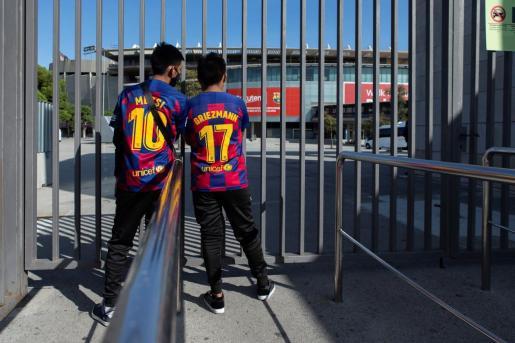 Ambiente en los alrededores del estadio Camp Nou el pasado sábado.