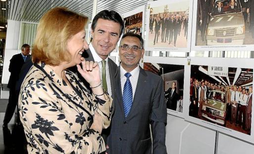 José Manuel Soria con la presidenta de Aragón, Luisa Fernanda Rudi, ayer en Zaragoza.