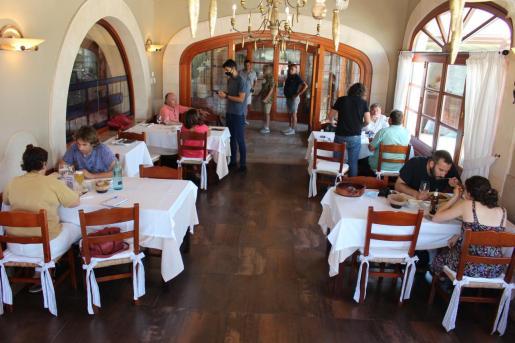 Los restaurantes de Baleares tendrán que estar cerrados a medianoche, una vez que la medida sea publicada en el BOIB.