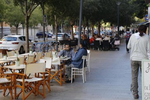 Desde la asociación de bares, restaurantes y cafeterías de Mallorca, recuerdan que «aún queda muchísimo trabajo por hacer» para paliar los graves efectos de la crisis sanitaria y económica provocada por el COVID 19.