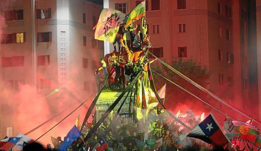 Chile salió en masa a celebrar el fin de la Constitución de Pinochet a la plaza Italia.