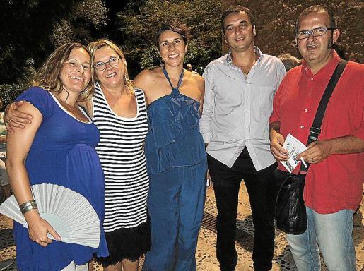 La actriz Maria Rotger, las artistas Antònia Borràs y Aina Cifre; Tomeu Cifre, alcalde de Pollença; y Miquel Àngel Albis.