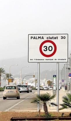 Palma se ha unido a otras 23 ciudades de todo el país que han limitado su velocidad a 30 km/ h para evitar accidentes, reducir la polución y la contaminación acústica.