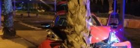 Detenido tras impactar contra un árbol con el coche que le había quitado a un amigo