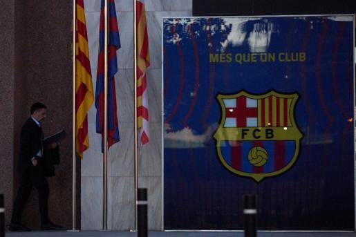 El presidente del FC Barcelona, Josep Maria Bartomeu, a su salida de la reunión de la Junta Directiva.