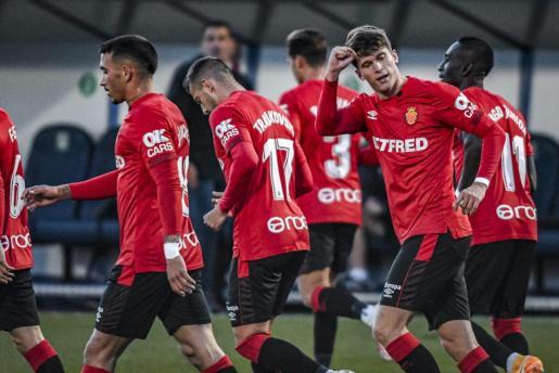 Marc Cardona celebra el gol anotado en Alcorcón.
