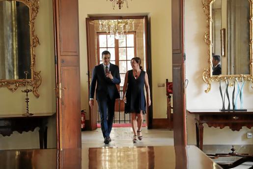 Pedro Sánchez, con Francina Armengol en el Consolat de la Mar.