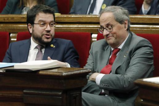 Imagen de archivo del expresidente de la Generalitat, Quim Torra (i), y el vicepresidente Pere Aragonés. Los anticapitalistas han emprendido una campaña de denuncia de lo que ellos califican como las cloacas de la Generalitat.