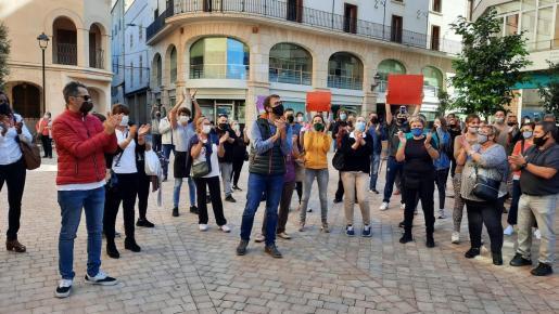 El alcalde de Manacor, Miquel Oliver, se ha unido a las protestas de los restauradores.