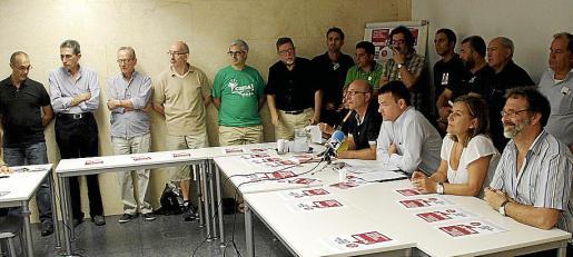 Los representantes de las entidades, en la presentación de la protesta.
