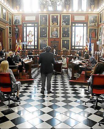 Intervención de Perìnyà en un pleno con mascarillas y sin público.
