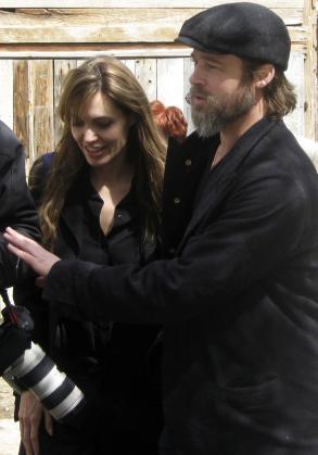 Angelina Jolie y Brad Pitt, durante su visita.